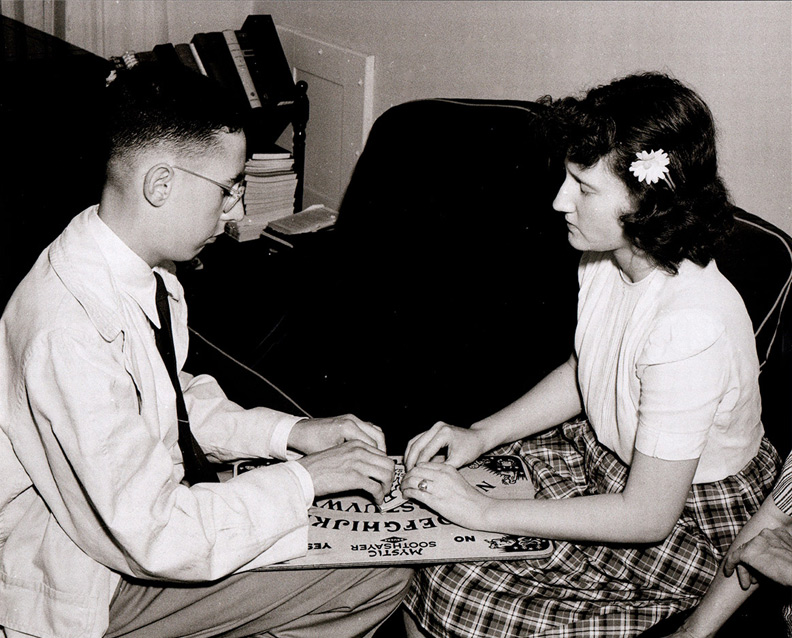 1940s Dreuke mystic soothsayer board
